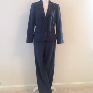 Ladies CALVIN KLEIN pant suit